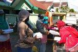 Jurnalis perempuan di Makassar peringati Hari Kartini dengan berbagi makanan