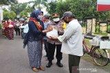 Polwan Polresta Surakarta gelar bakti sosial peringati Hari Kartini
