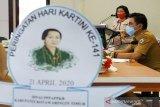 Ketua DPRD Kotawaringin Timur meneteskan air mata mengenang  perjuangan Kartini