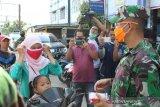 TNI bagikan 7.000 masker untuk pengguna jalan di Tembilahan