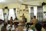 Bupati Pesisir Barat pimpin rapat evaluasi gugus tugas penanganan COVID-19