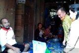 Gunung Mas salurkan bantuan sembako kepada lansia