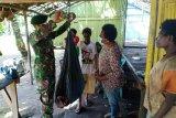 Prajurit TNI berikan pengobatan Posyandu warga perbatasan RI-PNG