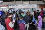 Aturan larangan mudik hingga peniadaan penerbangan komersial, menyita perhatian publik kemarin
