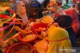 Rela mengantre, ikan giling  jadi buruan ibu-ibu jelang Ramadhan di Palembang