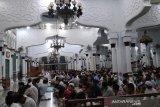 Warga Aceh padati masjid untuk tarawih di tengah pandemi COVID-19