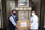 Balai Pengawas Obat dan Makanan (BPOM) Gorontalo menerima kiriman Kit reagen yang merupakan salah satu komponen utama dari Polymerase Chain Reaction (PCR) untuk 250 uji swab perdana di laboratorium. Pemeriksaan COVID-19 di laboratorium BPOM diharapkan mampu mempercepat proses diagnosa para dokter terhadap orang-orang yang diduga positif. (Foto ist/HO/BPOM)
