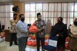 UIN Alauddin Makassar salurkan ribuan paket bahan pokok bagi mahasiswa