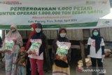 ACT Sulsel salurkan bantuan beras untuk warga Pinrang hadapi COVID-19