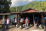 Warga Kampung Bumbiha Terima Bantuan Perahu Nelayan