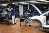 Pabrik VW mulai berproduksi lagi