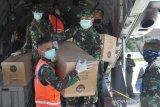 Pesawat TNI-AU distribusi APD di Sulawesi Utara
