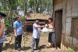 IKAPTK OKU bagikan ratusan paket sembako bagi warga terdampak COVID-19