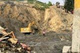 Jalan lintas Solok-Muara Labuh akibat longsor sudah dapat dilalui kendaraan