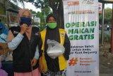 MRI-ACT NTB bagikan paket makanan dan masker gratis