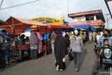 Memaksa berjualan saat PSBB, Pariaman tata pedagang takjil di Pasar Kurai Taji