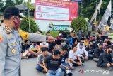 Aparat gabungan amankan puluhan kendaraan balap liar saat PSBB  Makassar