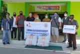 Lembaga Kemanusiaan salurkan APD untuk tenaga medis COVID-19 Palu