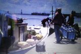 Aktivitas bongkar muat di Pelabuhan Paotere Makassar hanya dua kali sepekan