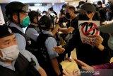 Pegawai negeri Hong Kong kembali bekerja pekan depan