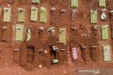 Penampakan dari udara pemakaman korban COVID-19 di Jakarta
