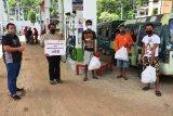 Pertamina dan Hiswana berikan bantuan sembako kepada supir angkot di Kota Jayapura