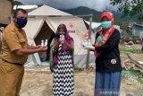 BPOM Palu bagikan hand sanitizer dan edukasi pengungsi gempa
