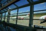 Belasan pesawat parkir di bandara El Tari Kupang
