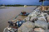 Proyek tanggul penahan banjir sungai Palu