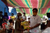 Penambang batu-pasir di Sangihe terima bantuan pangan