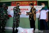 Pertamina MOR VII beri bantuan beras kepada TNI