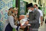 Baru dua kecamatan di Agam terima bantuan uang dari Pemprov Sumbar