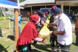 Pelindo IV Cabang Sorong bantu 400 paket bahan pokok kepada warga