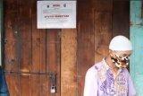 Aparat gabungan tutup paksa kios non sembako di tiga pasar Jaktim