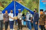 Legislator Sulbar berikan bantuan bagi warga di perbatasan Mamuju-Mamasa