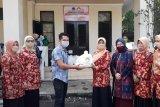 DWP Mataram salurkan 500 paket sembako kepada petugas kebersihan