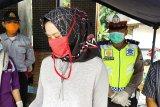 Petugas gabungan Mesuji periksa pemudik asal Jakarta di perbatasan