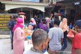DWP KSOP Karimun berbagi keberkahan dengan bagi-bagi takjil puasa