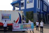 Trans Marga Jateng bagikan sembako kepada warga sekitar tol Semarang-Solo