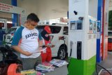 Peringati Hardiknas di tengah COVID-19, Pertamina berbagi buku di Padang