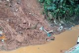 Sejumlah jenazah hanyut dari pemakaman di Bandung akibat dihantam longsor