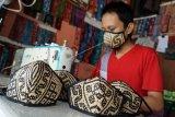 Pembuatan Masker Rotan Motif Dayak