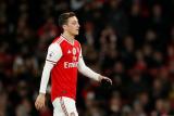Dibekukan dari skuat Arsenal, nasib Mesut Ozil semakin tidak jelas