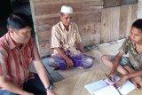 Guru di Jambi sambangi siswa untuk mengajar karena keterbatasan akses komunikasi