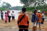 Pos SAR Trenggalek cari siswa terseret arus sungai