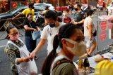 Pusat jajan di Chinatown Bangkok kembali ramai setelah 'lockdown' dilonggarkan