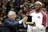 Kala Sang Raja LeBron James rengkuh gelar MVP NBA perdananya