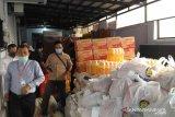 BPR BKK Boyolali bagikan paket sembako pada warga terdampak COVID-19
