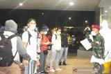 Ratusan WNI ABK kapal pesiar diterima di Wisma Atlet untuk isolasi