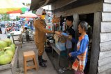 Bupati Tulangbawang berikan bantuan sembako kepada warga dampak COVID-19
